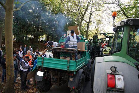 2019-10-22-Demo-Wue-Schlepper-Verpflegung